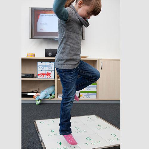 Mit HOPSCOTCH lernen Kinder, während sie sich bewegen.